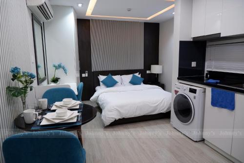 Johny's Apartment-Fresh Air- My Suites
