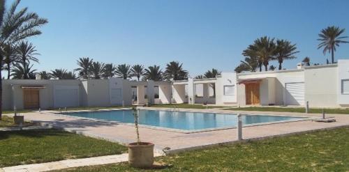 The swimming pool at or near Village du golf Midoun