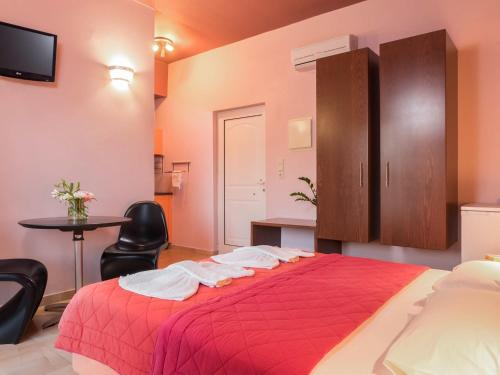 A bed or beds in a room at Petritos Rooms and Studios