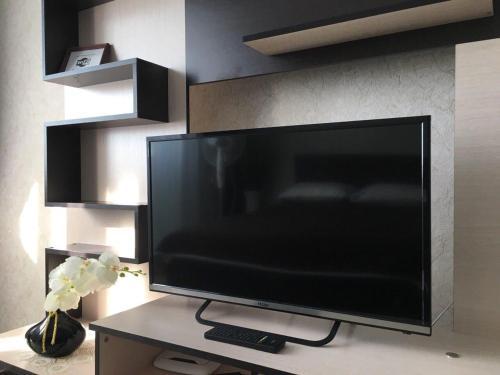 Телевизор и/или развлекательный центр в Apartment Antonova 5L