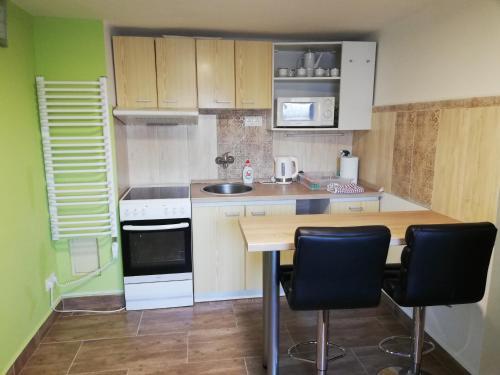 Köök või kööginurk majutusasutuses Apartman Sandal