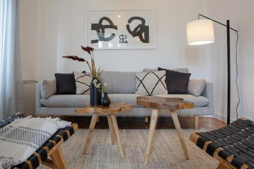 A seating area at Trendy and Modern 4 Bed / 2Bath Apt in Salamanca