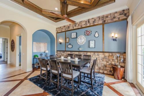 Um restaurante ou outro lugar para comer em Picture This... Villa Holiday to Orlando With all Your Family Together, Orlando Villa 3012