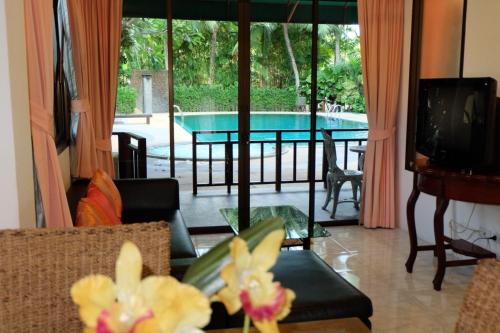 A view of the pool at Rawai Suites Phuket or nearby