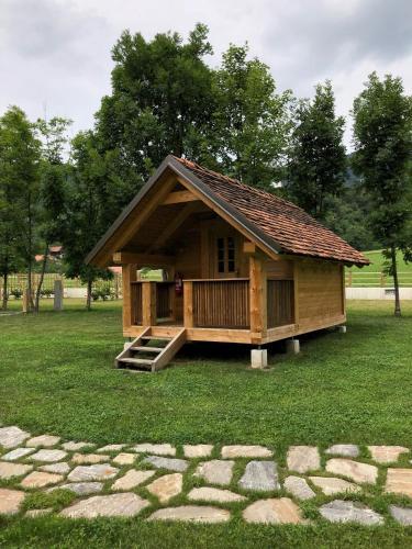 Zgradba, v kateri se nahaja kampi