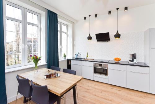 A kitchen or kitchenette at Old Town Super Apartment Ogarna