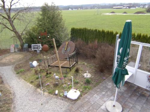 Ein Garten an der Unterkunft Kleines Schlösschen