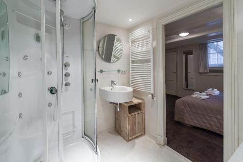 חדר רחצה ב-Jordaan Noordermarkt Apartments