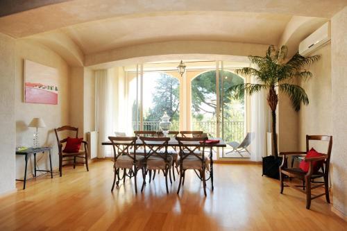 Restaurant ou autre lieu de restauration dans l'établissement l'appartement de Sant Vicens