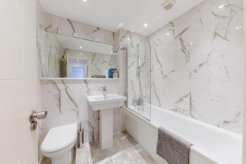 Ein Badezimmer in der Unterkunft Rosea apartment