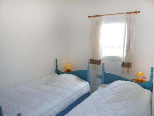 A bed or beds in a room at Holiday Home Rose des Sables