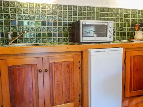 A kitchen or kitchenette at Apartment L'Espadon