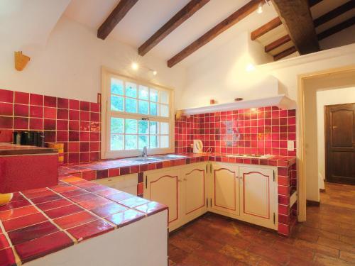 A kitchen or kitchenette at Villa Mas Baladou