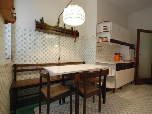 A kitchen or kitchenette at Locazione turistica Riviera Massa