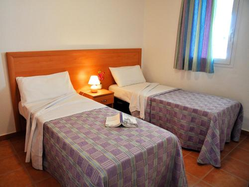 A bed or beds in a room at Apartment Castaniu