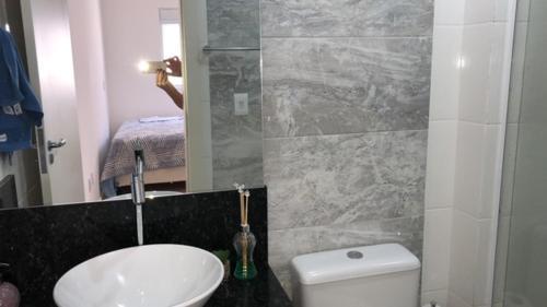 Un baño de Aconchegante Apto. nos Ingleses