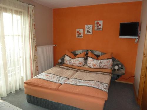 Ein Bett oder Betten in einem Zimmer der Unterkunft Gästehaus Sonnenhang