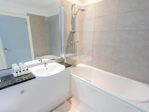 A bathroom at Apartment Loch Tay.2