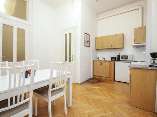 Dapur atau dapur kecil di Apartment St. Giles.2