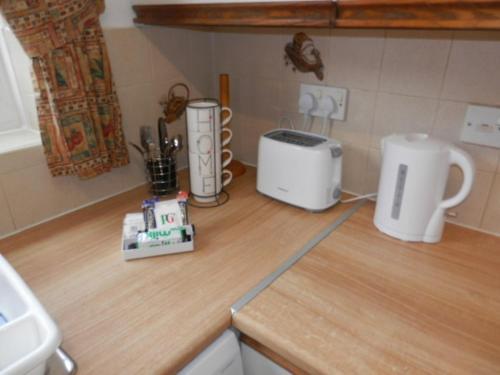 A kitchen or kitchenette at Telford Claremont Mews Wellington