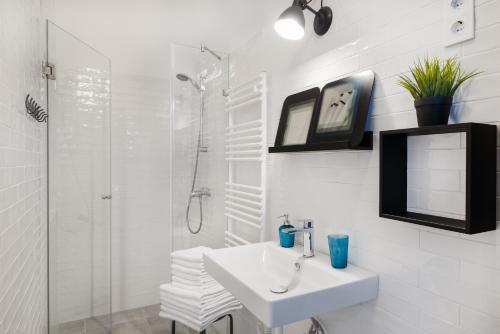 A bathroom at Karma Boutique Apartments
