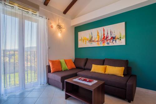 A seating area at Apartman Madlen