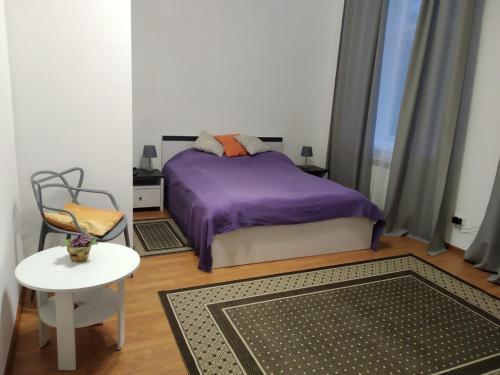 Кровать или кровати в номере Teatralni Apartments