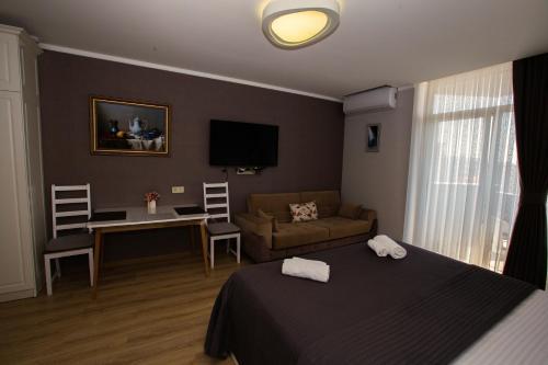 Телевизор и/или развлекательный центр в Panorama Batumi Apartments