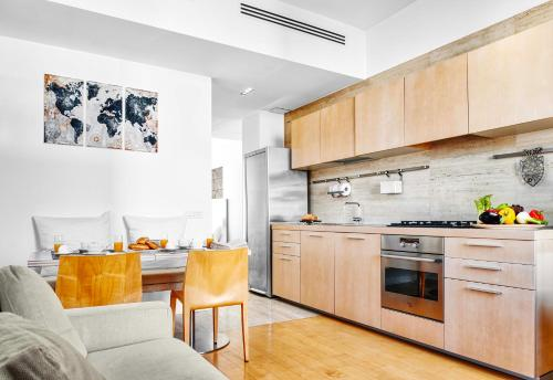 A kitchen or kitchenette at Exclusive Cozy Apartment in Brera