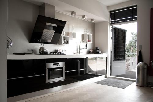 Een keuken of kitchenette bij Paradise suite