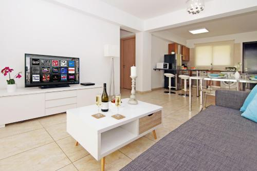 A television and/or entertainment center at Deep Blue Apartment