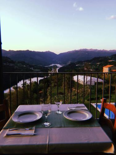 A restaurant or other place to eat at Quinta De Calvelos