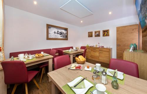 A restaurant or other place to eat at Appartement Pension Albert