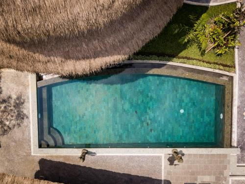A view of the pool at Wirguna Bamboo Ubud or nearby