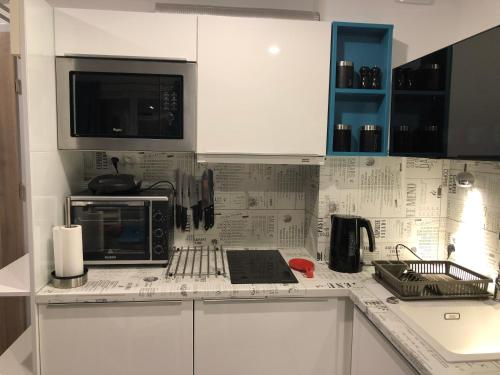 A kitchen or kitchenette at Blue Porta Mare