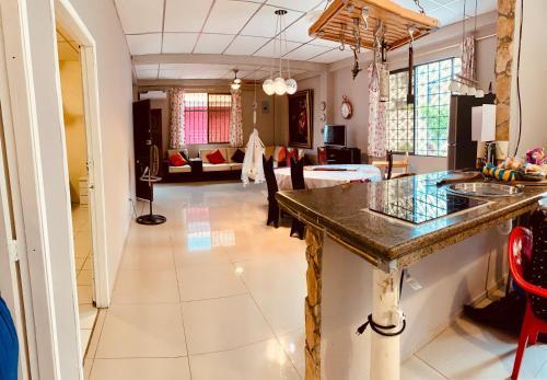 The lobby or reception area at Casa Quisquis, grande y familiar en Facso / Urdesa