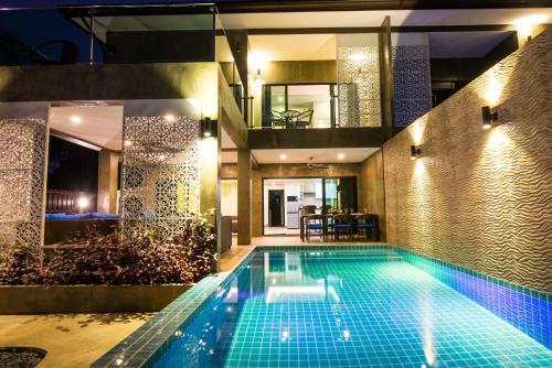Der Swimmingpool an oder in der Nähe von The Pearl Luxury Pool Villas