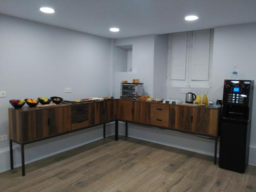 A kitchen or kitchenette at Hotel Cantabrico
