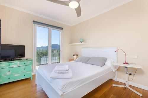 A bed or beds in a room at YourHouse Mofares