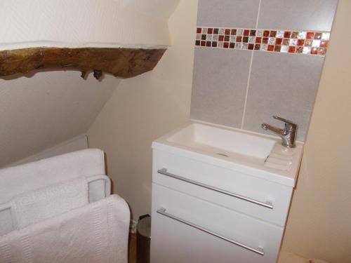A bathroom at 72 Rue Saint-Riquier