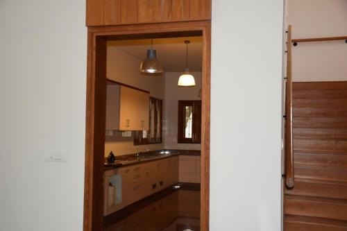 A kitchen or kitchenette at The Whitefield Inn