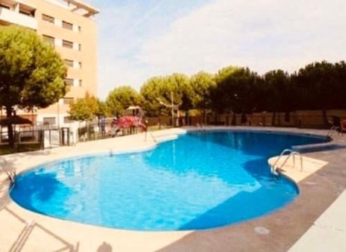 The swimming pool at or close to New Apartments Airport IFEMA