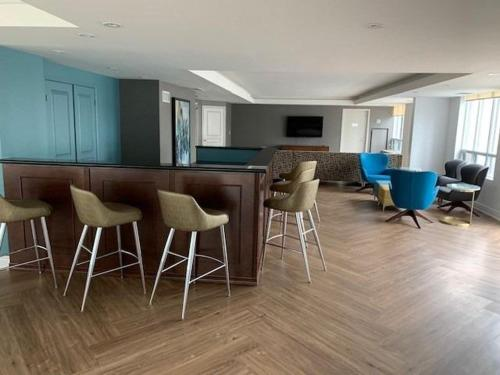 Loungen eller baren på Toronto Luxury Accommodations - University Plaza