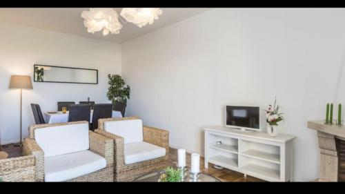 A seating area at 2 bedroom apartment - great view and very well located