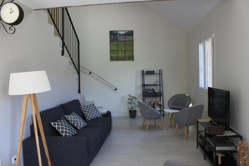 A seating area at Gite des Cépages