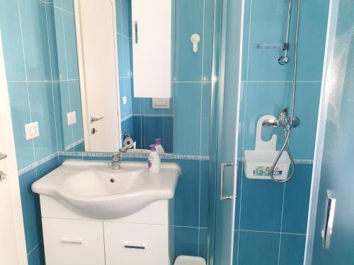 A bathroom at Residenza lido vista mare