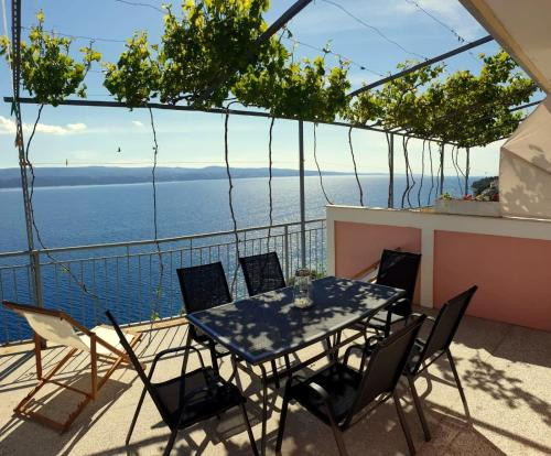 A balcony or terrace at Apartments KK