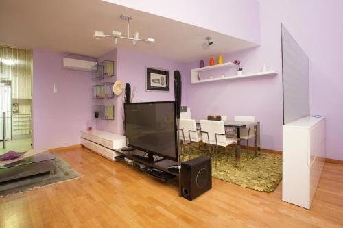 A television and/or entertainment center at Top Duplex apartment close to the beach and center