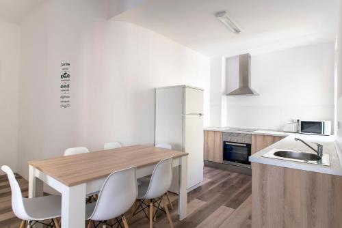 Küche/Küchenzeile in der Unterkunft Santa Ana Apartment Madrid Center