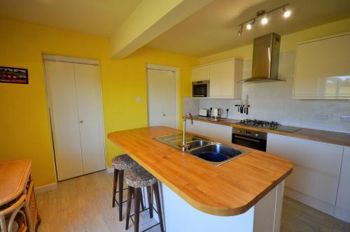 A kitchen or kitchenette at Swallow Path
